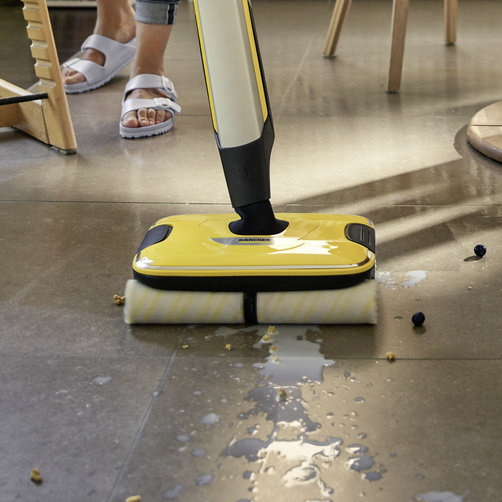 All-in-one: Removes all types of wet and dry dirt in one operation